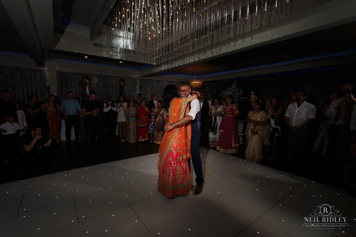 Merrydale Manor Wedding Photographer - Bride and Groom first dance