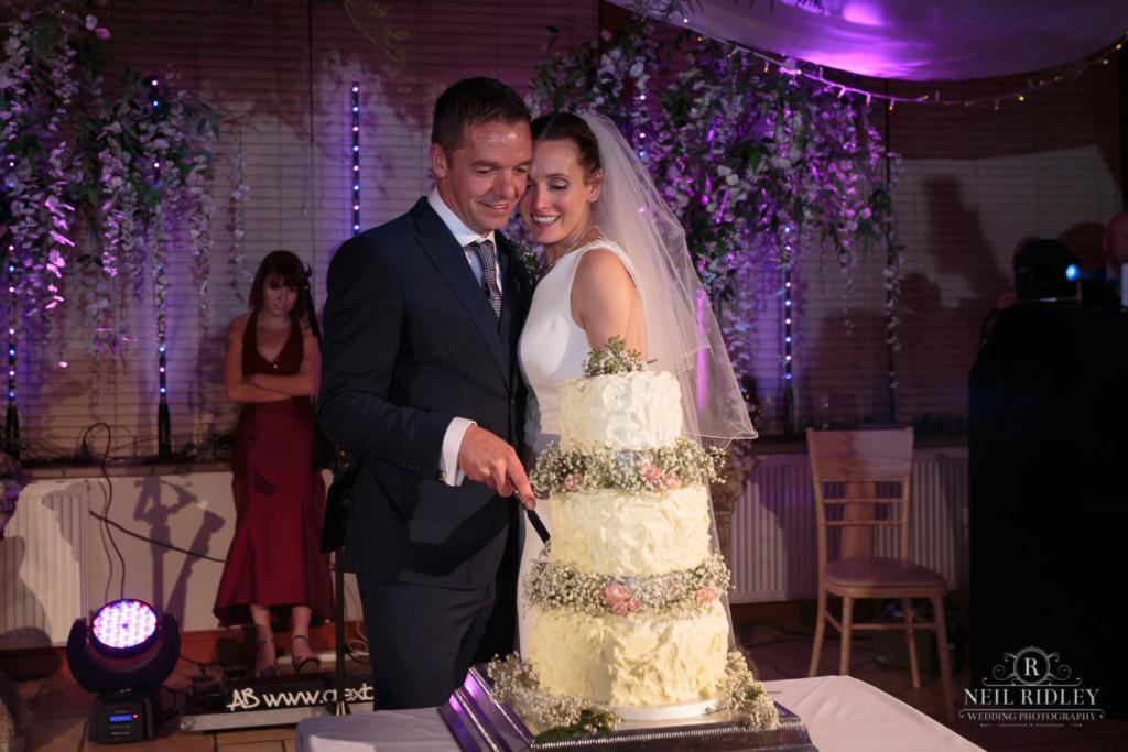 Beeston Manor Wedding Photographer - Cake Cut